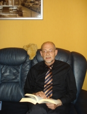 Manfred 70 y.o. from Germany